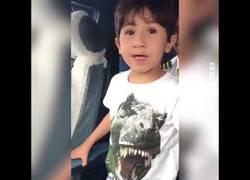 Enlace a La clase magistral de este niño sobre pilotaje de avión a un piloto