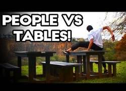 Enlace a Los hombres y las mesas son enemigos por naturaleza