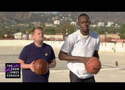 Enlace a James Corden reta a Usain Bolt a jugar a todos los deportes