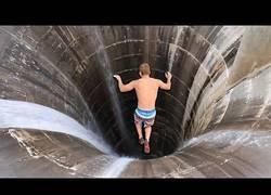 Enlace a Gente saltando desde lugares que nunca te atreverías
