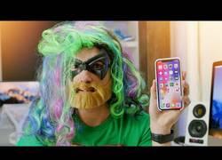 Enlace a Intenta engañar el sistema de reconocimiento facial del iPhone X (Face ID) y esto es lo que pasa