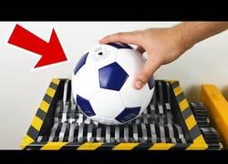 Enlace a Triturar todo tipo de pelotas es un auténtico placer visual