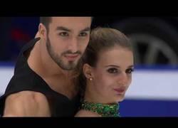 Enlace a La pareja de Francia que hizo historia al romper la barrera de los 200 puntos en patinaje artístico sobre hielo