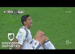 Enlace a A Óscar Ustari se le dislocó la rodilla en pleno partido y duele verlo...
