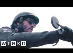 Enlace a Nos adentramos en la tienda de motos customizadas de Keanu Reeves