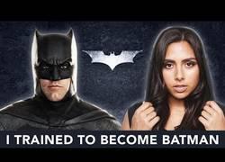 Enlace a Una youtuber entrena como Batman durante un mes y el resultado es esta escena de acción
