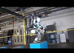 Enlace a El robot 'Atlas' de Boston Dynamics aprende a saltar y demuestra que las máquinas podrían dominar el mundo