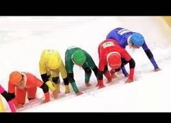 Enlace a La divertida prueba en este show japonés subiendo escaleras congeladas