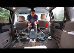 Enlace a Haciendo volar un drone dentro de un coche en movimiento
