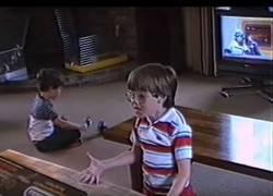 Enlace a La genial reacción de niño al que regalaron la NES en 1988