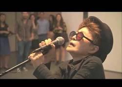 Enlace a John Lennon murió en paz al saber lo que iba a cantar Yoko Ono en un futuro