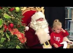 Enlace a Esta niña lo único que quiere de Papa Noel es una siesta a sus brazos