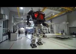 Enlace a Él es Method II y es el robot de Transformes hecho realidad