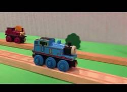 Enlace a El tren Thomas hace cosas que no imaginarías sobre las vías