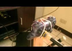Enlace a Este tío se ha creado un control ultra casero de volante y pedales para PlayStation