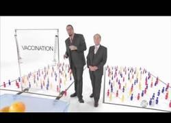 Enlace a Estos dos tíos demuestran fácilmente la diferencia entre población vacunada y sin vacunar