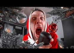 Enlace a Dando la bienvenida a la Navidad con un villancico a lo Metal
