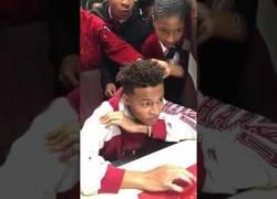 Enlace a La brutal reacción de este chaval de 16 años al ver que ha sido aceptado en Harvard