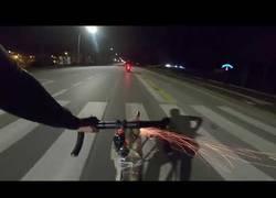 Enlace a Nunca te metas con un ciclista porque puede ir armado como menos piensas