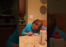 Enlace a Esta abuela conoce por primera vez a Google Home y es divertida su forma de hablar con él