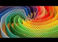 Enlace a El maravilloso efecto arcoiris con 12.000 piezas de dominó