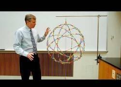 Enlace a Enseña la demostración del movimiento angular con un juguete