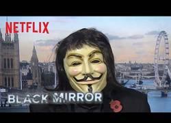 Enlace a Black Mirror felicita el año nuevo de la mejor forma posible