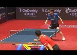 Enlace a Xu Xin y su salvaje forma de jugar al ping pong