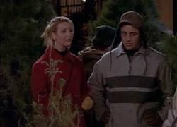 Enlace a Phoebe y el árbol de navidad. Mítico de FRIENDS.