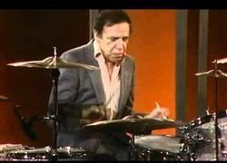 Enlace a Buddy Rich tocando la batería con 65 años te dejará boquiabierto