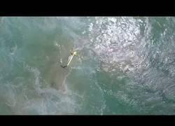 Enlace a El primer rescate surfista llevado a cabo por un dron
