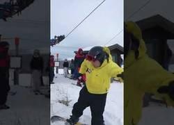 Enlace a Cuando todos tus amigos y tu vais a hacer snowboarding por primera vez