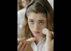 Enlace a Alice con 15 años estudia en un colegio cristiano pero descubre un gran placer