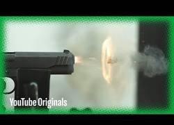 Enlace a Comparan la velocidad de distintas balas al dispararlas a la vez