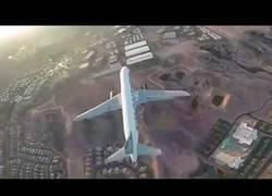 Enlace a Sube un drone a decensas de metros y se lleva una sorpresa al ver un avión bajar por debajo de él