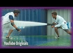 Enlace a El poder de una manguera de bomberos en slow motion