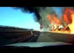 Enlace a El brutal incendio en China tras una fuga de combustible de un camión