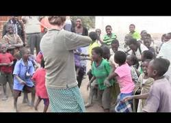 Enlace a La gran reacción de estos niños africanos al escuchar por primera vez el sonido de un violín