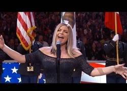 Enlace a Gran polémica por la forma en la que interpretó Fergie el himno de Estados Unidos