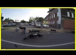 Enlace a El brutal accidente de esta Harley en una concentración de esas motos
