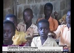Enlace a La precaria forma en la que los niños de Ghana estudian informática en las escuelas