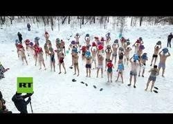 Enlace a Celebran el fin del invierno en Siberia como mejor saben hacer