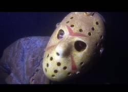 Enlace a Encuentran una estatua de Jason flotando en el lago más concurrido de Minnesota para bucear