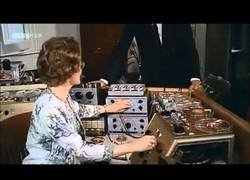 Enlace a Ella es Daphne Oram y es pionera de la música electrónica