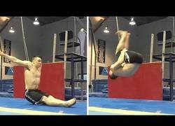 Enlace a Este gimnasta logra algo increíble: un backflip de espaldas estando totalmente sentado
