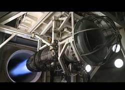 Enlace a La increíble potencia de propulsión de un motor de cohete a punto de despegar