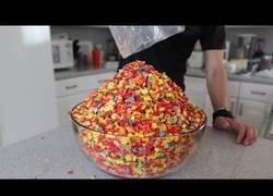 Enlace a Este tío se traga todo un bol enorme de cereales no apto para todos los estómagos