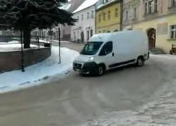 Enlace a Esto es controlar al máximo tu furgoneta sobre nieve