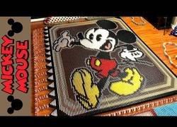 Enlace a El mundo de Mickey Mouse en 25.751 piezas de dominó