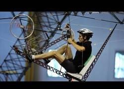 Enlace a Inventan el helicóptero humano que funciona con el pedaleo de una persona